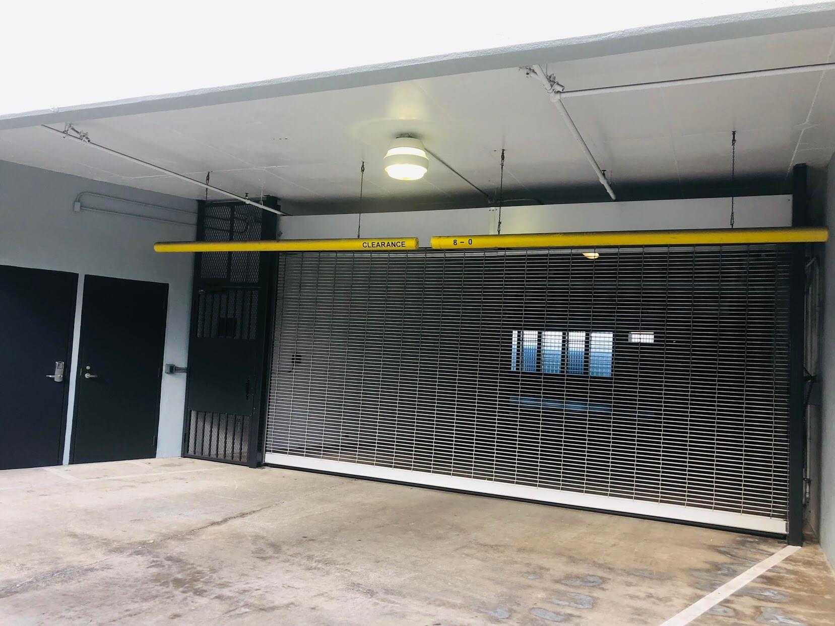 Vangard Loftの駐車場
