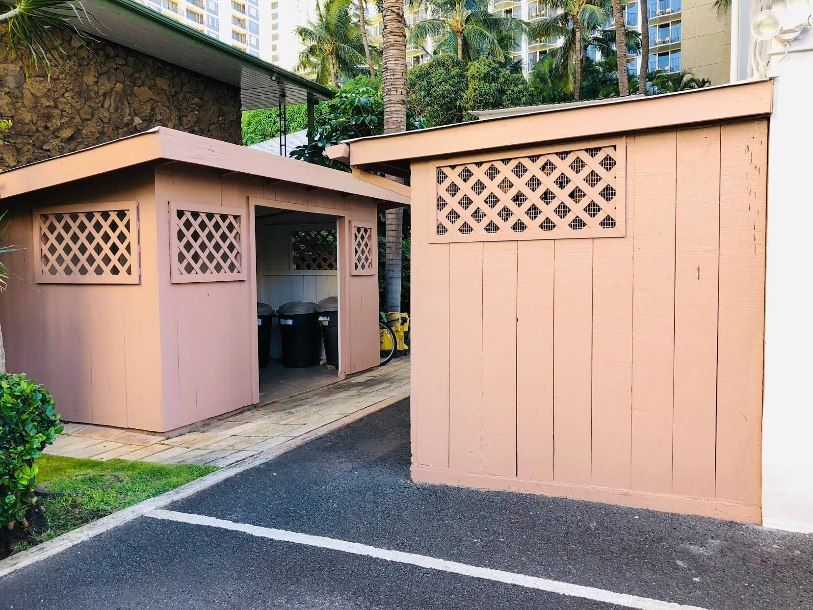 Waikiki Imperial Apartmentのゴミ置き場