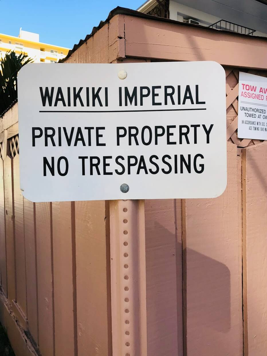 Waikiki Imperial Apartmentの標識