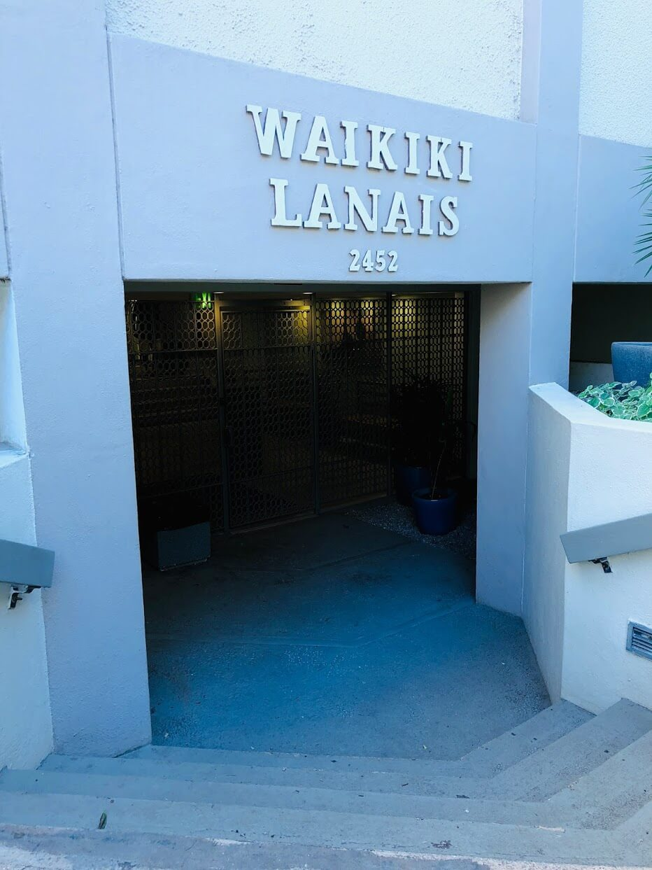 Waikiki Lanaisの看板
