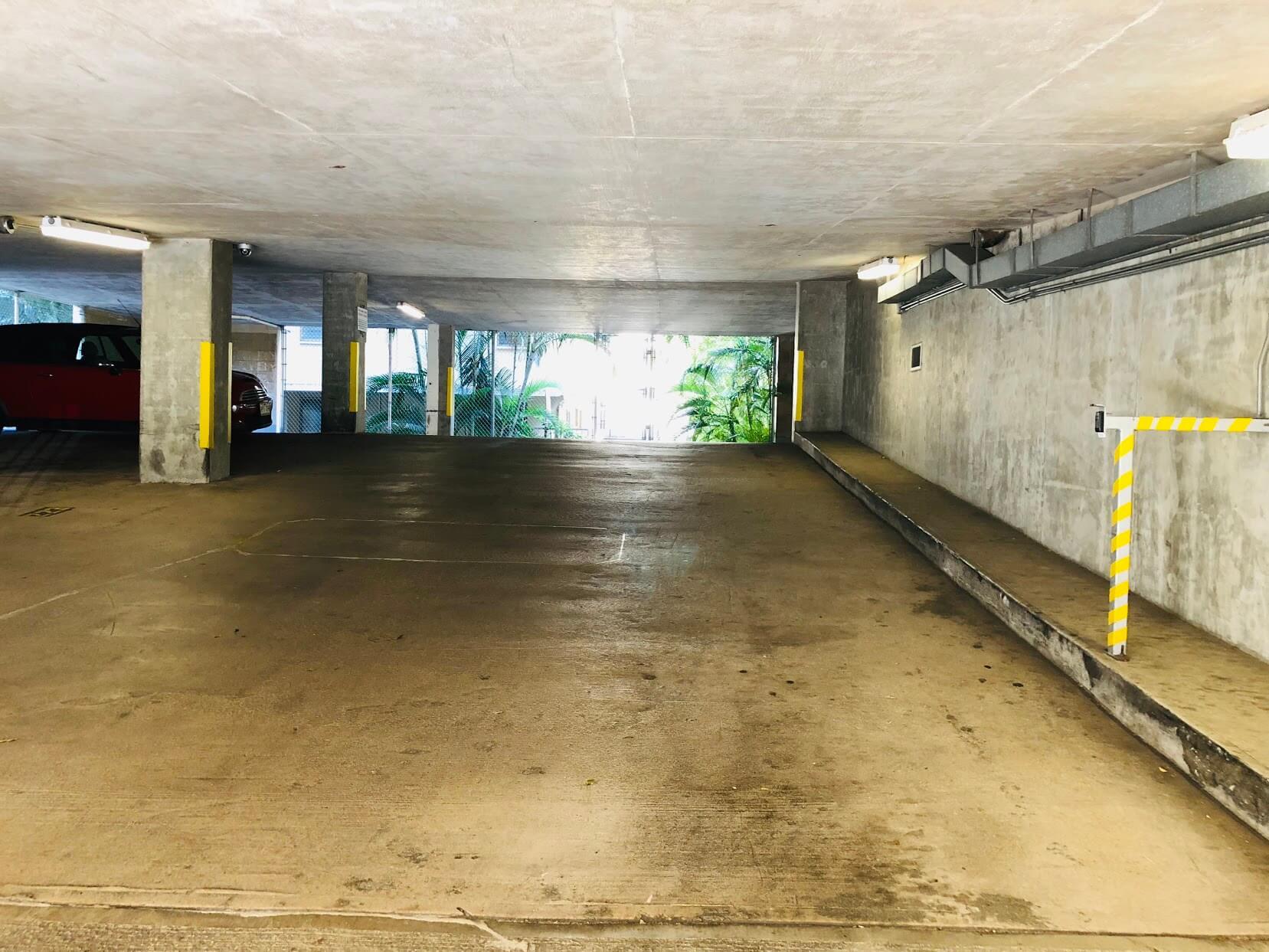 Waikiki Sky Towerの駐車場