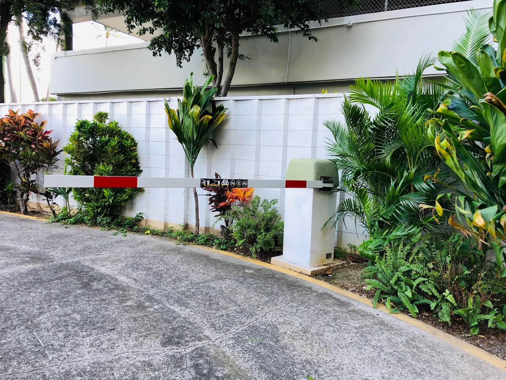 Waikiki Skylinerの駐車場