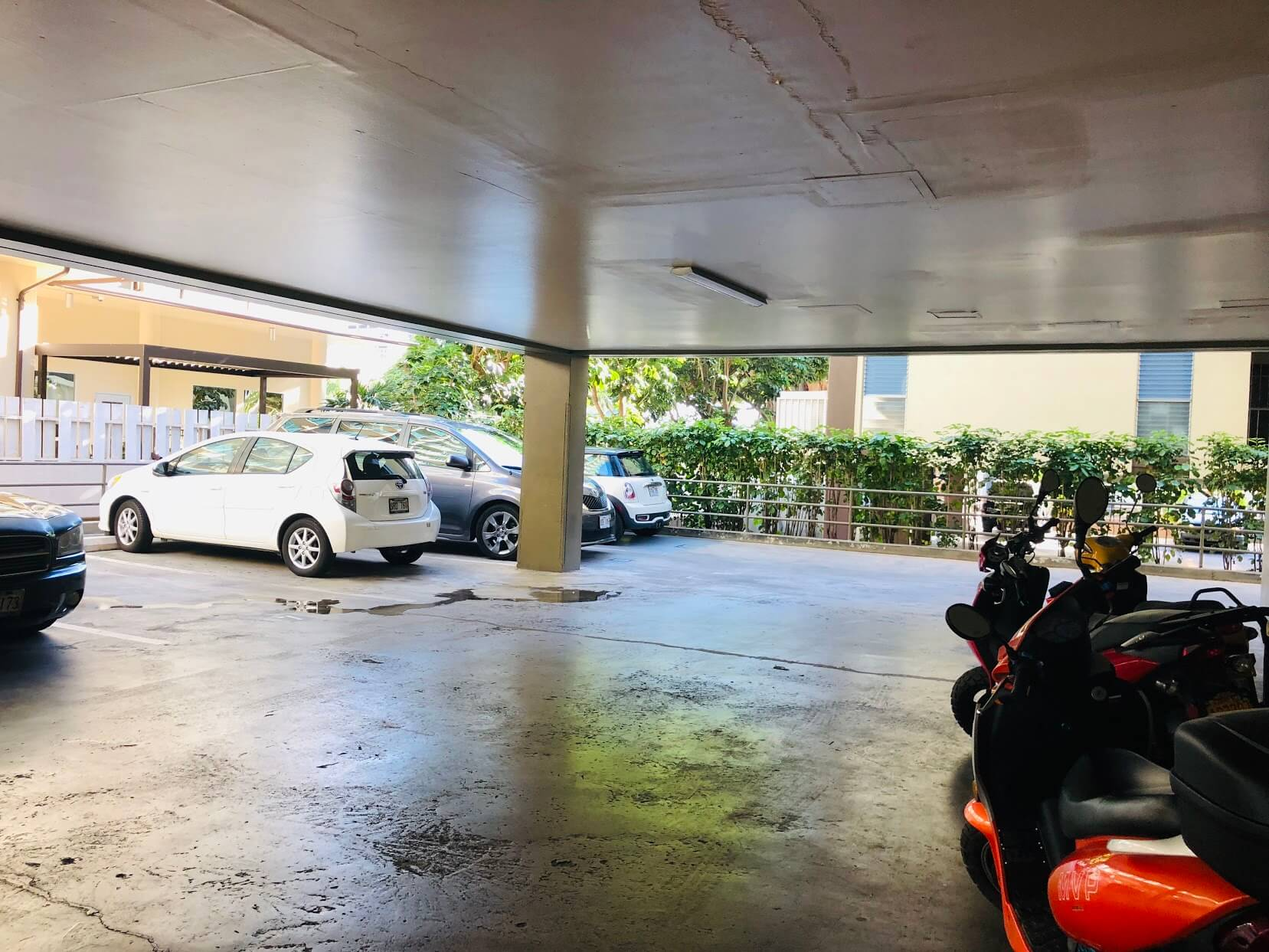 Walina Apartmentsの駐車場