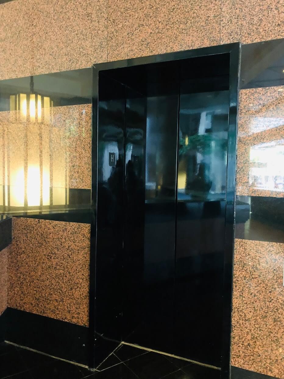 the Executive Centre Hotelのエレベーター