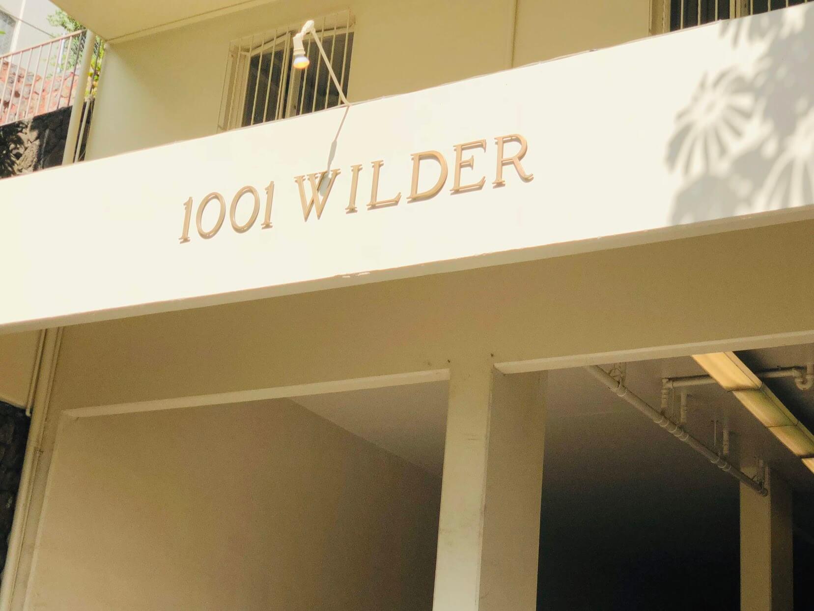 1001 Wilderの看板