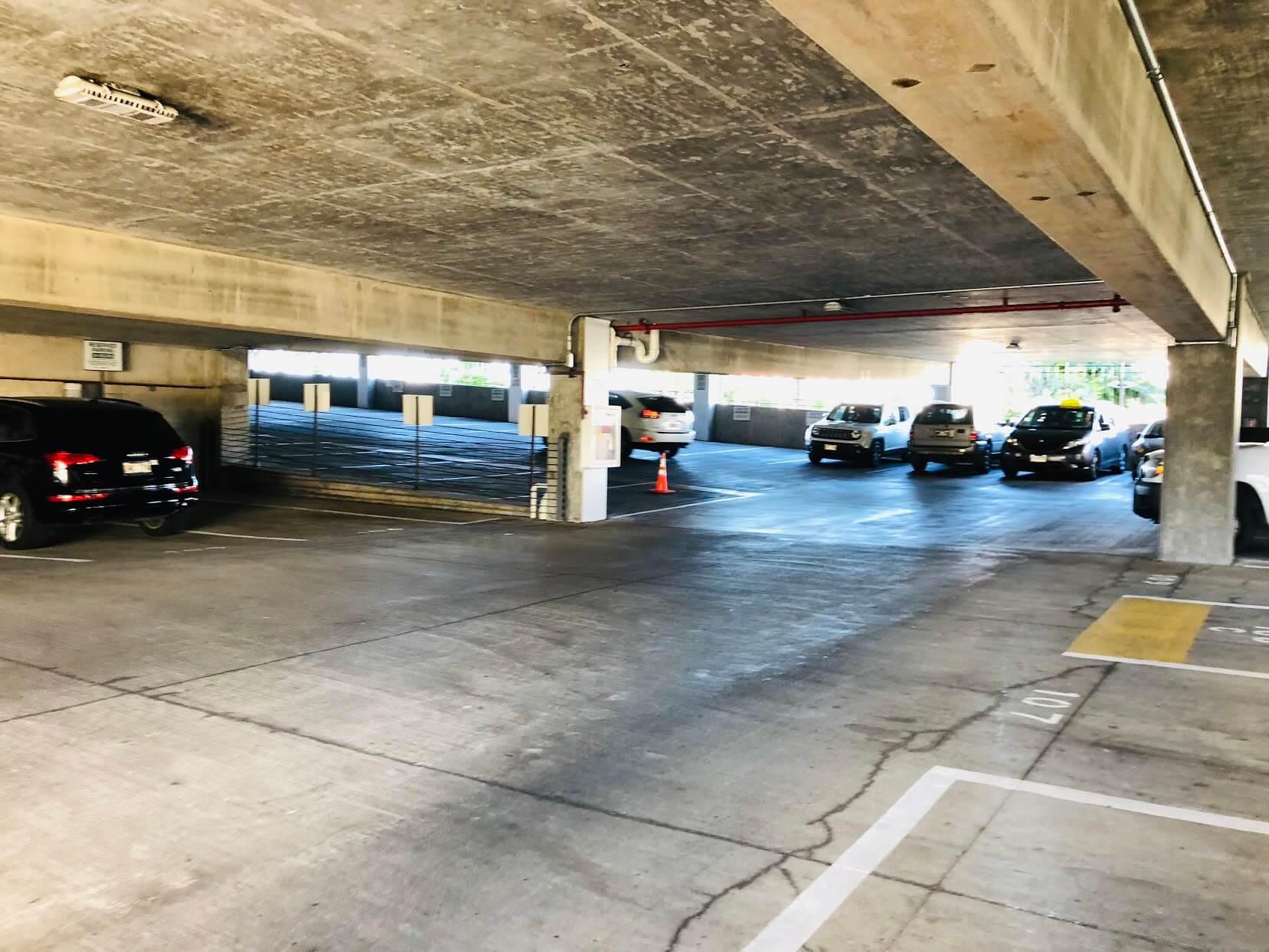 215 North Kingの駐車場