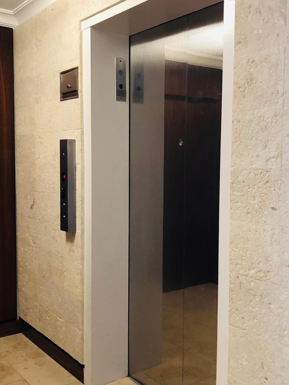 3003 Kalakauaのエレベーター