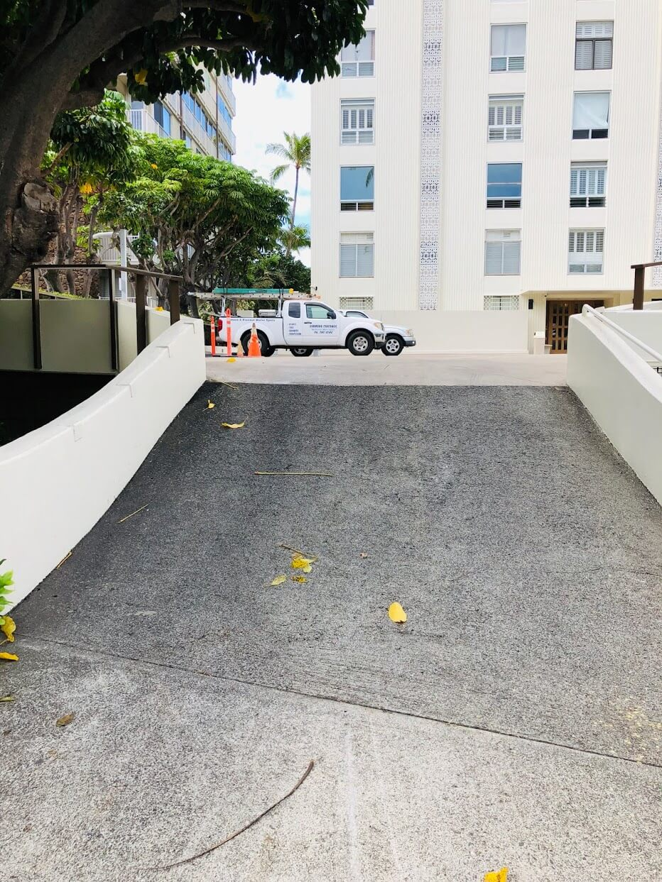 3003 Kalakauaの駐車場