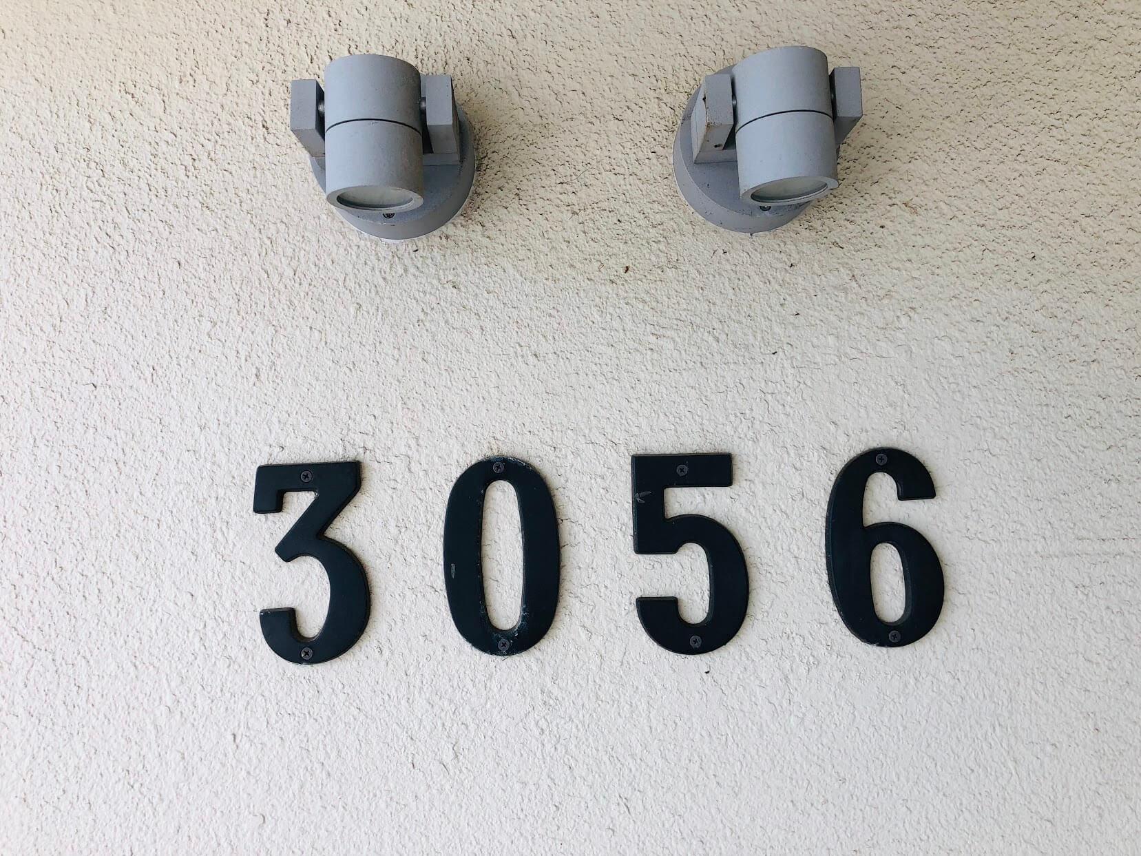 3056 Kalakauaの看板
