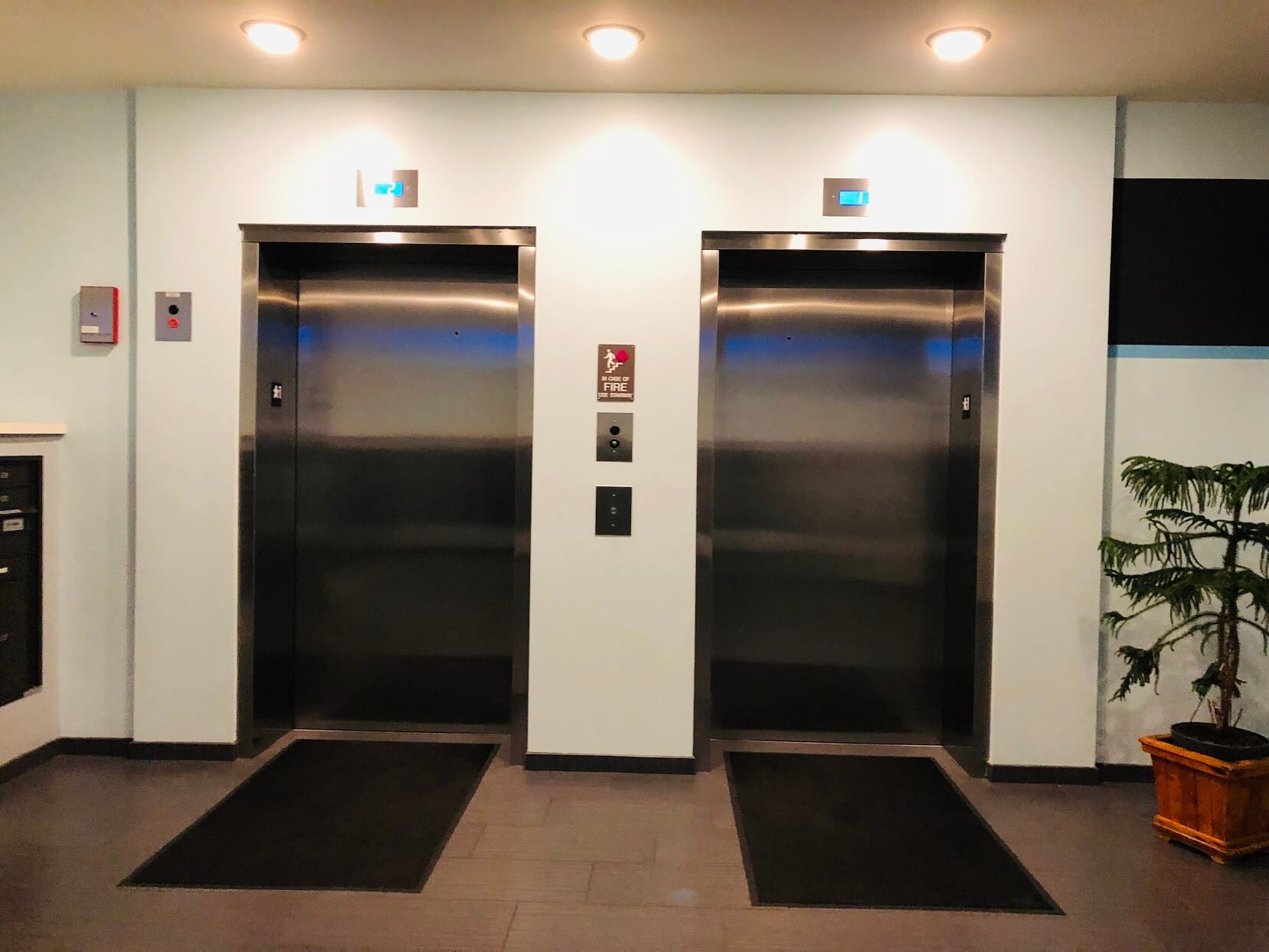 400 Keaweのエレベーター