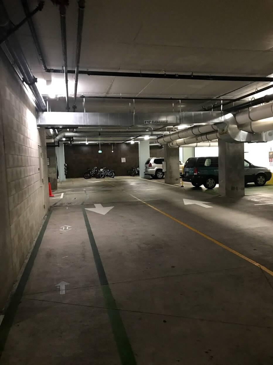 AllureWaikikiの駐車場