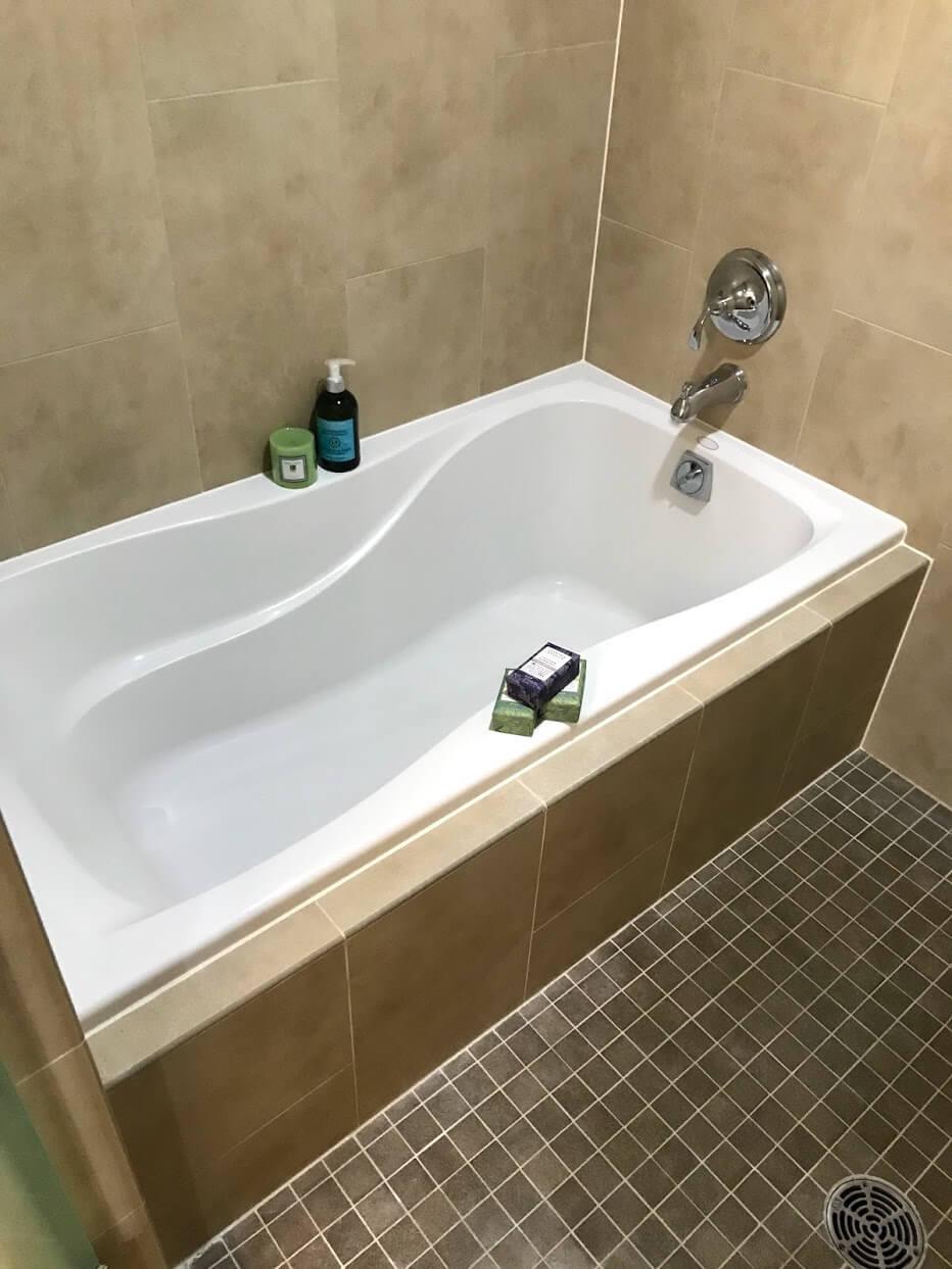 AllureWaikikiのバスルーム
