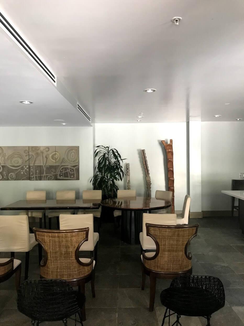 AllureWaikikiの会議室