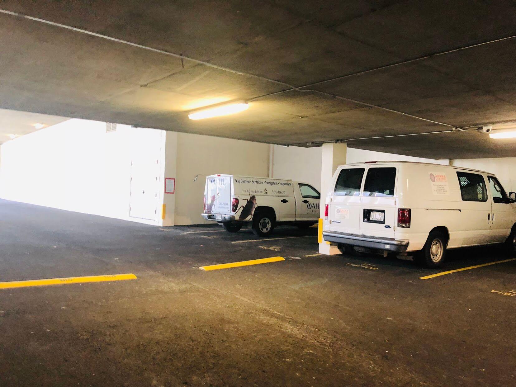 Commodoreの駐車場
