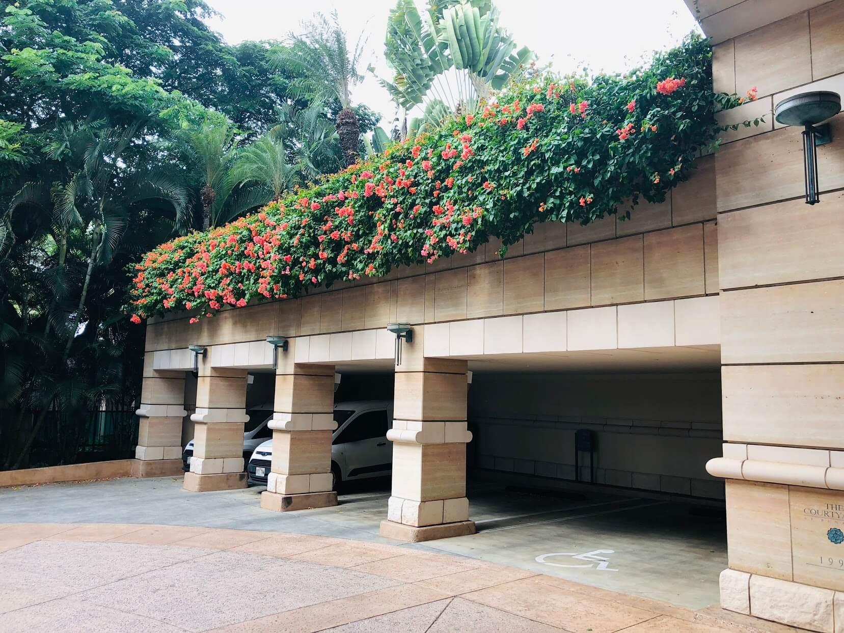 Courtyards at Punahouの駐車場