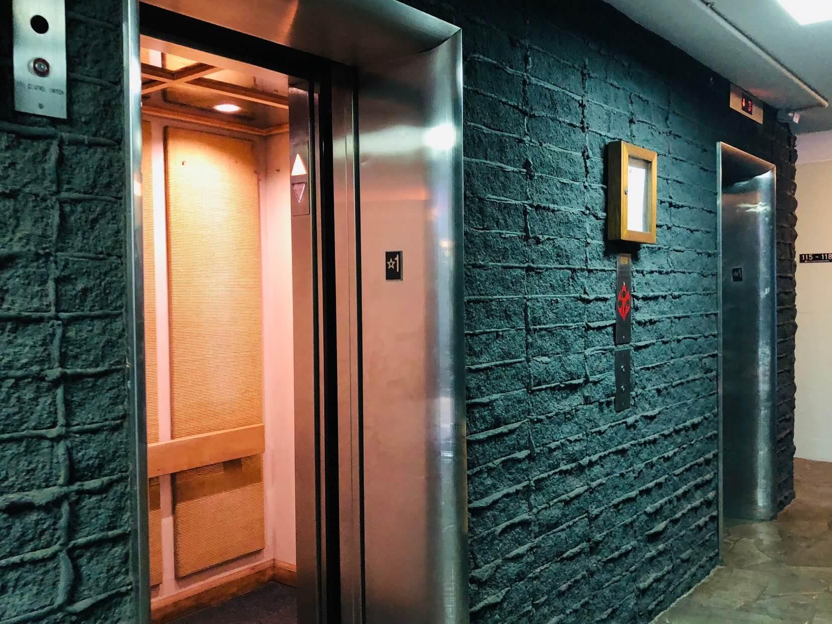 Diamond Head Ambassador 2957のエレベーター