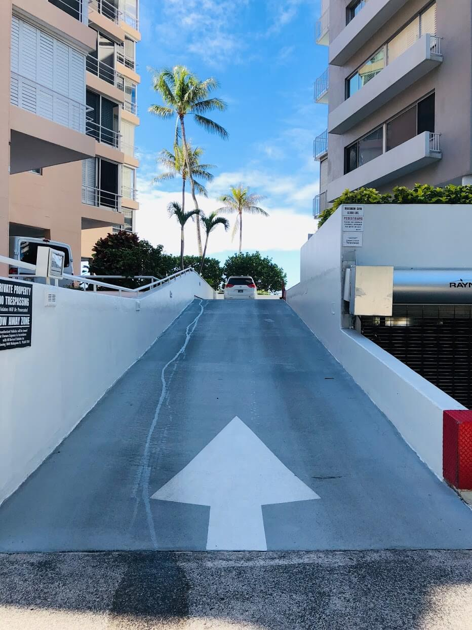 Diamond Head Apartmentの駐車場