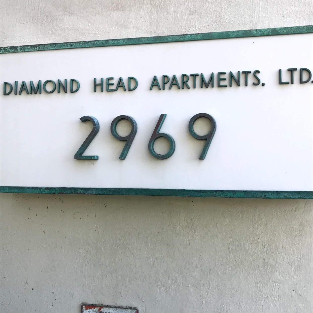 Diamond Head Apartmentsの看板
