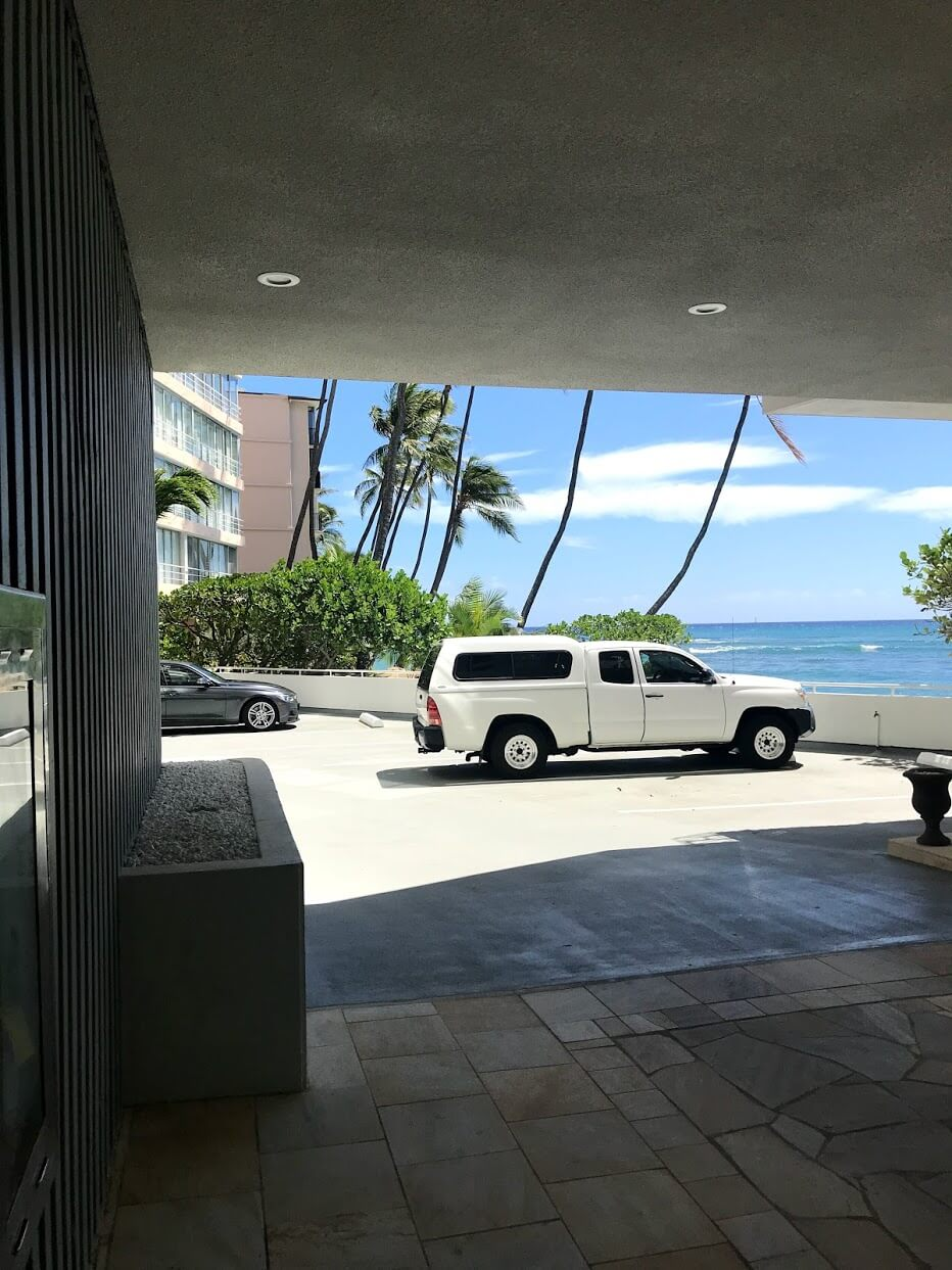 Diamond Head Apartmentsの駐車場