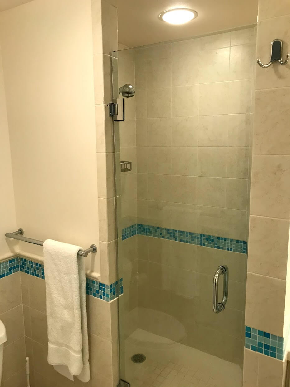 Diamond Head Apartmentsのシャワー