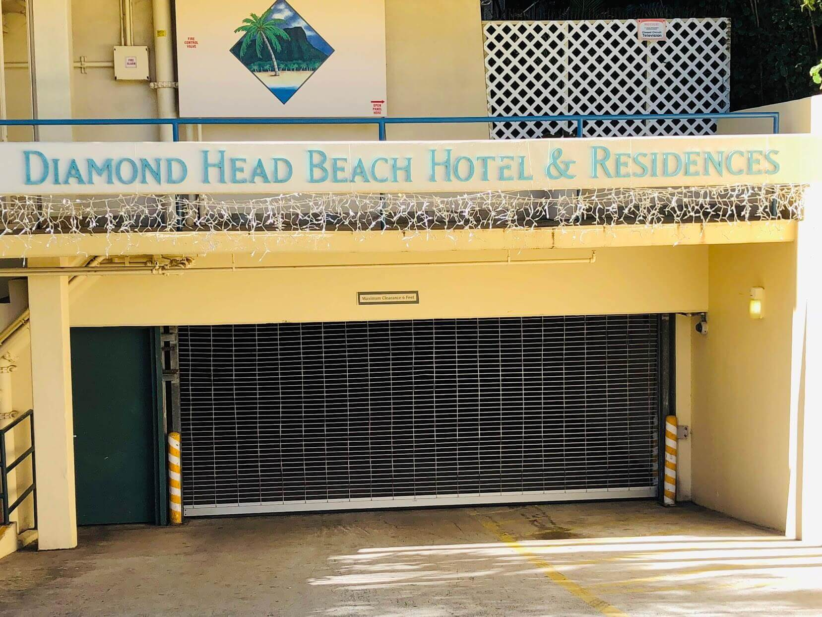 Diamond Head Beach Hotelの看板