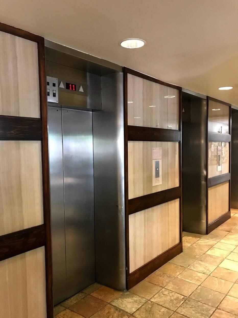 FosterTowerのエレベーター