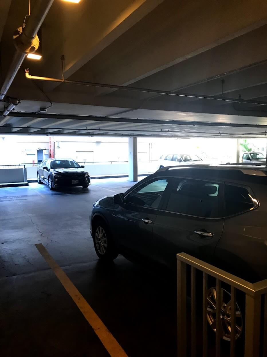 Marine Surf Waikikiの駐車場