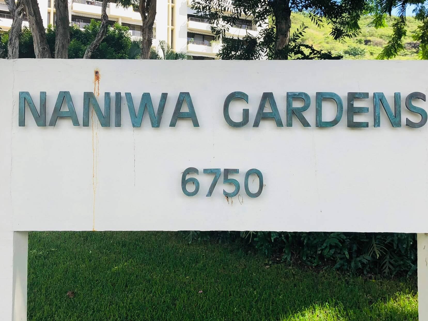 Naniwa Gardensの看板