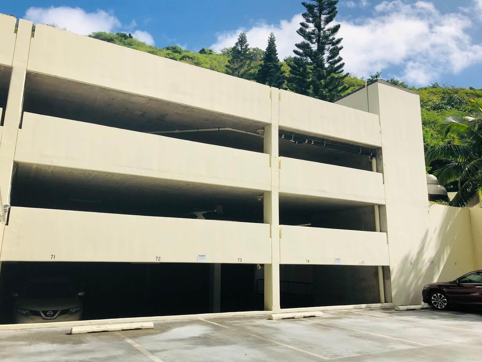 Naniwa Gardensの駐車場