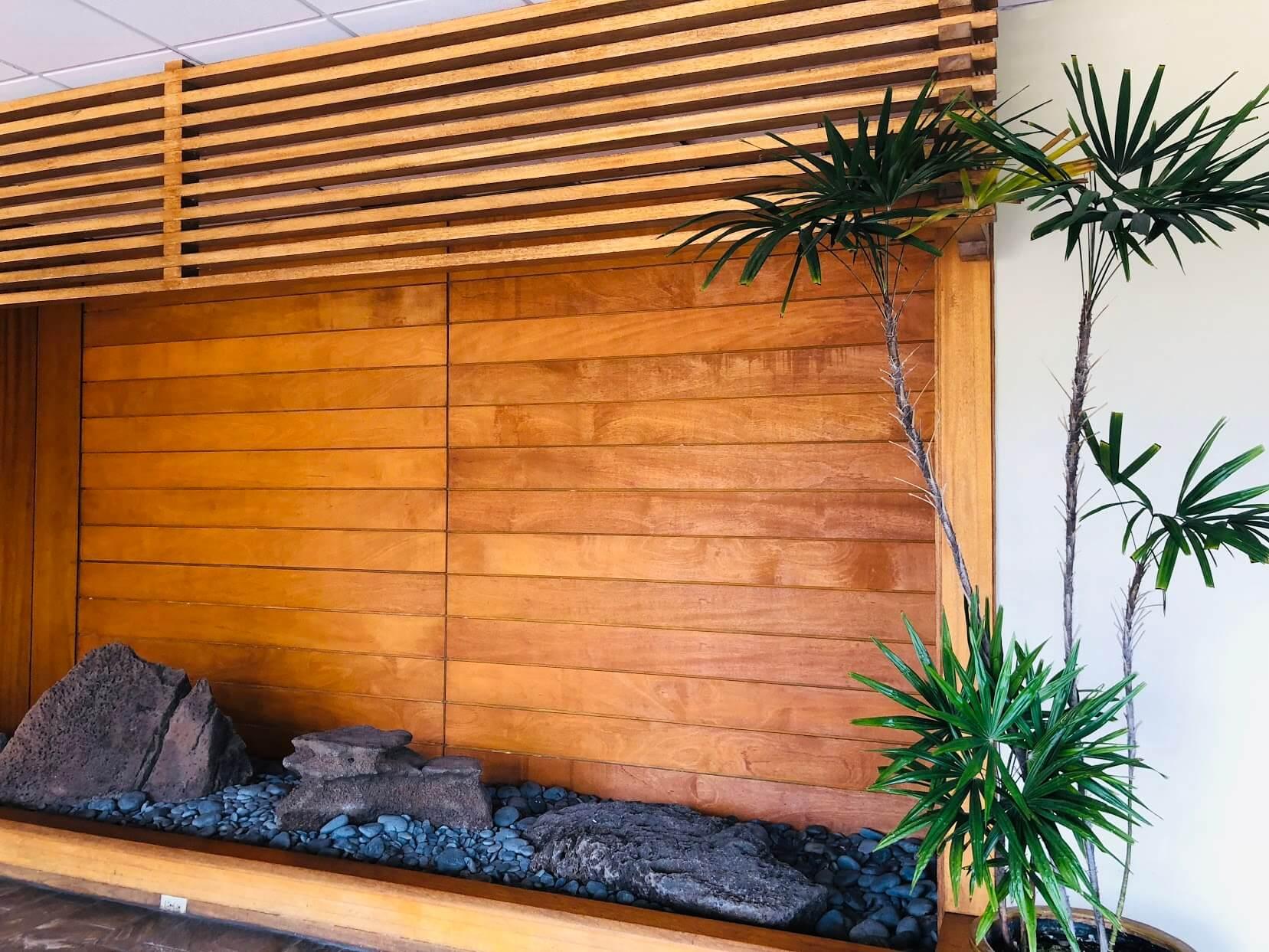 Naniwa Gardensの壁
