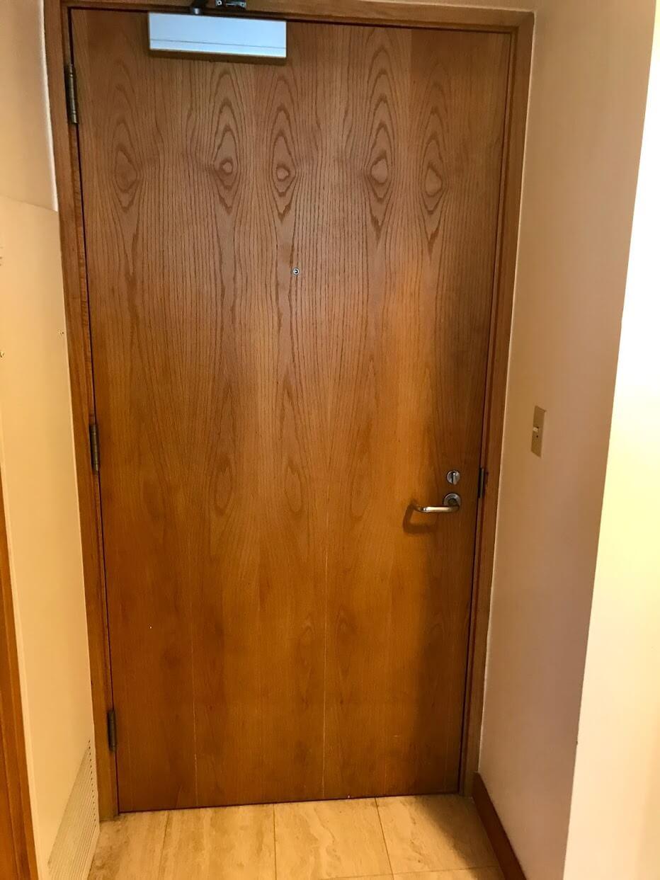 Nauru-Towerの扉