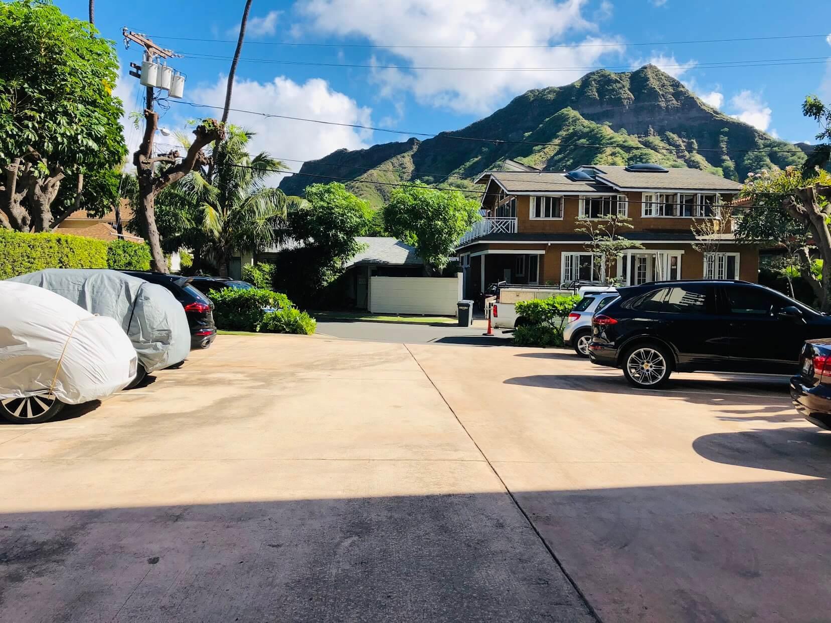 Oceanside Manorの駐車場