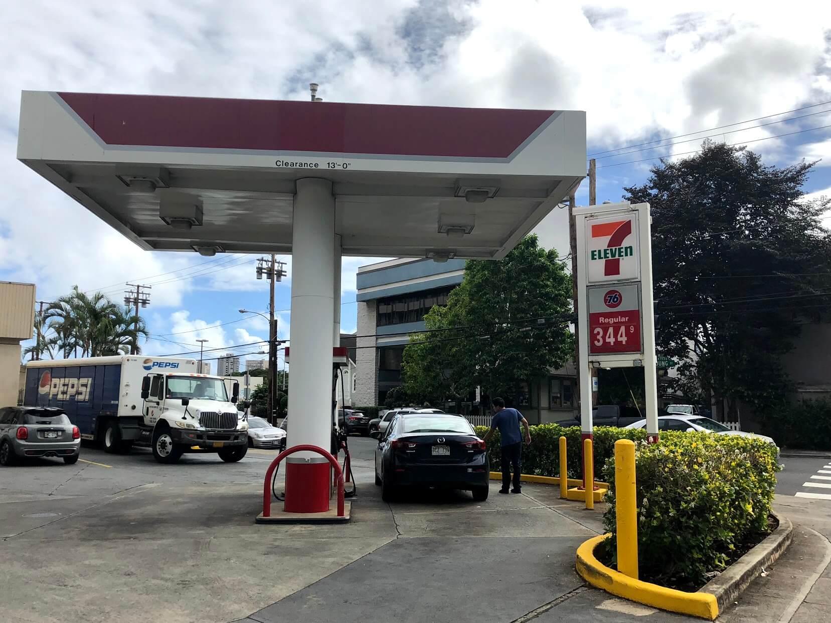 One Kalakauaのガソリンスタンド