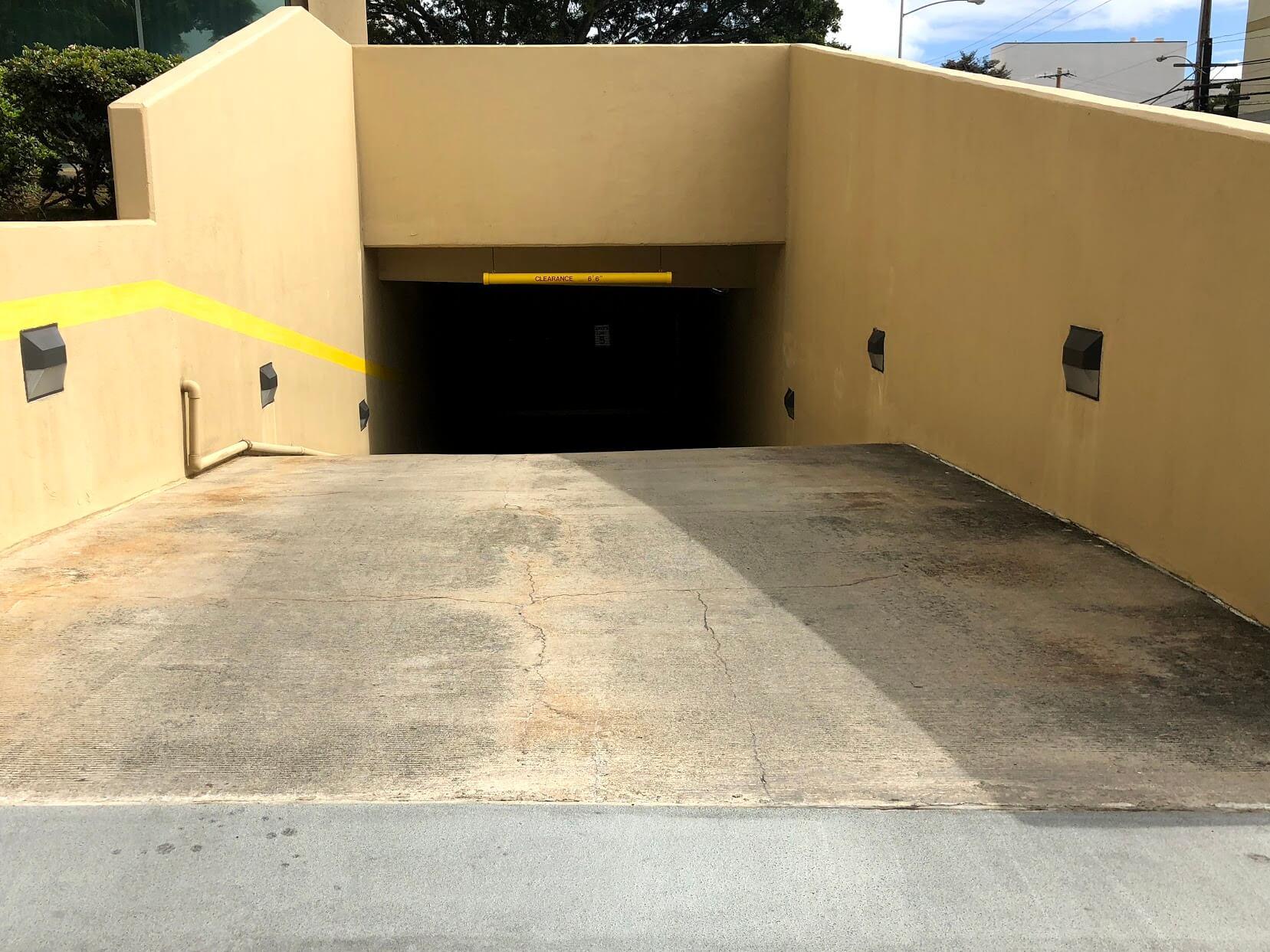 One Kalakauaの駐車場