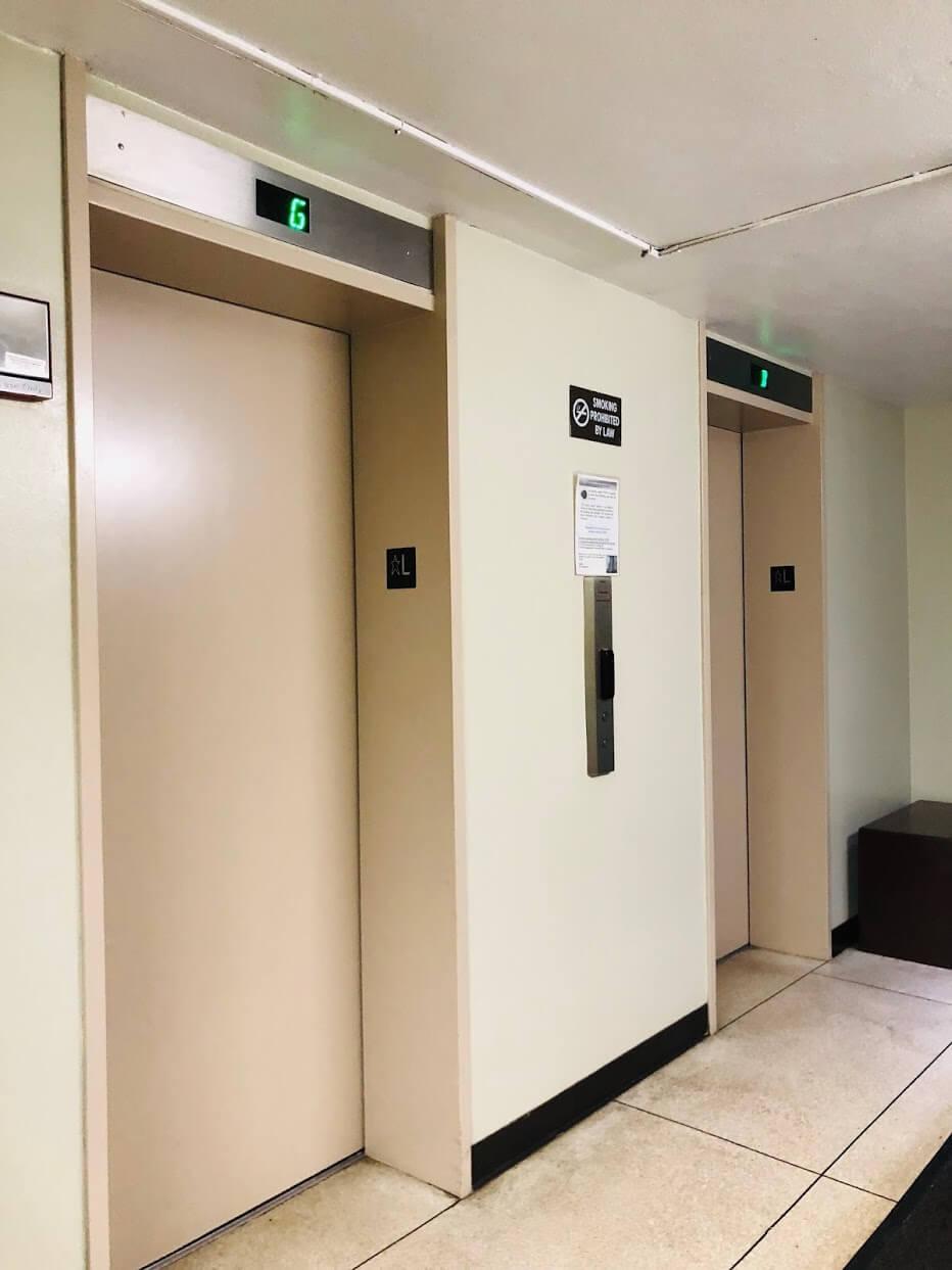 Queen Emma Gardensのエレベーター