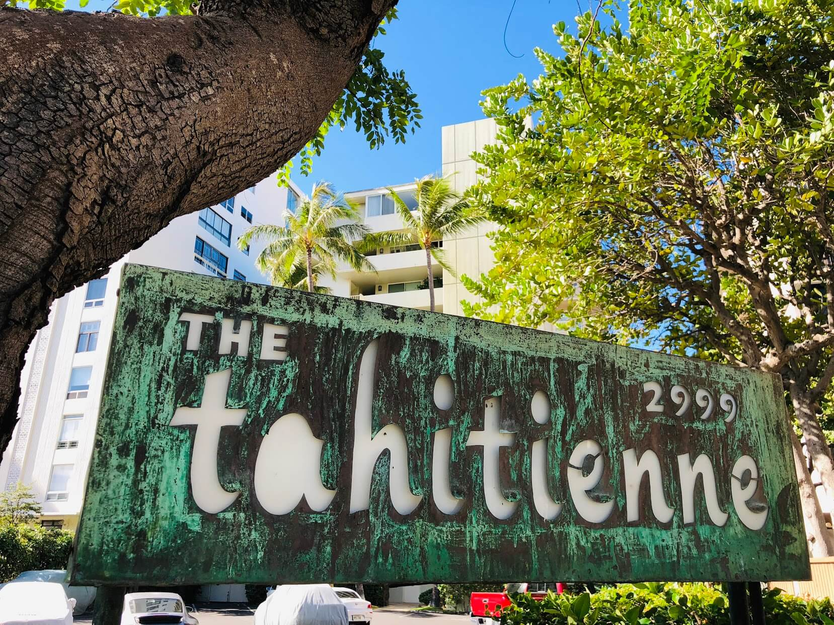 The Tahitienneの看板