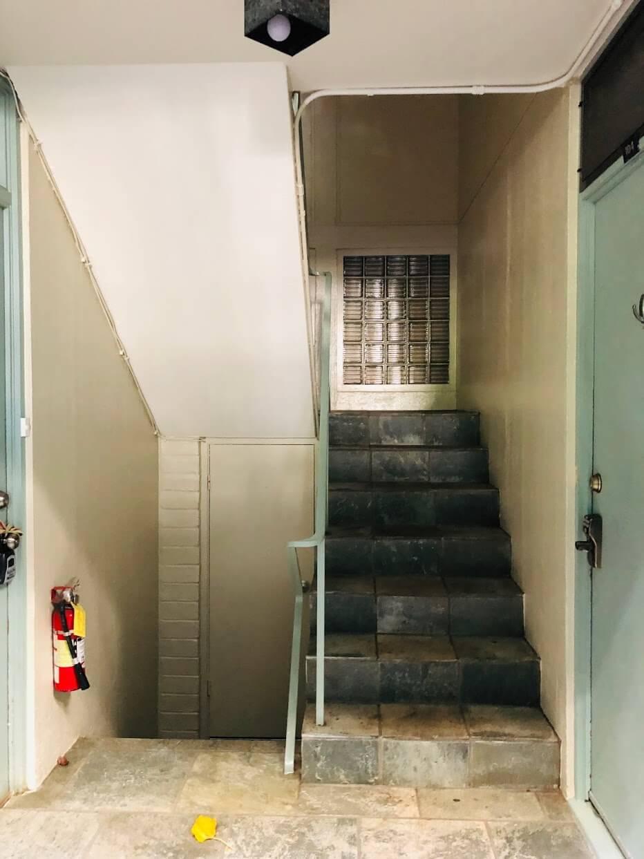 Tropic Seas 2943の階段