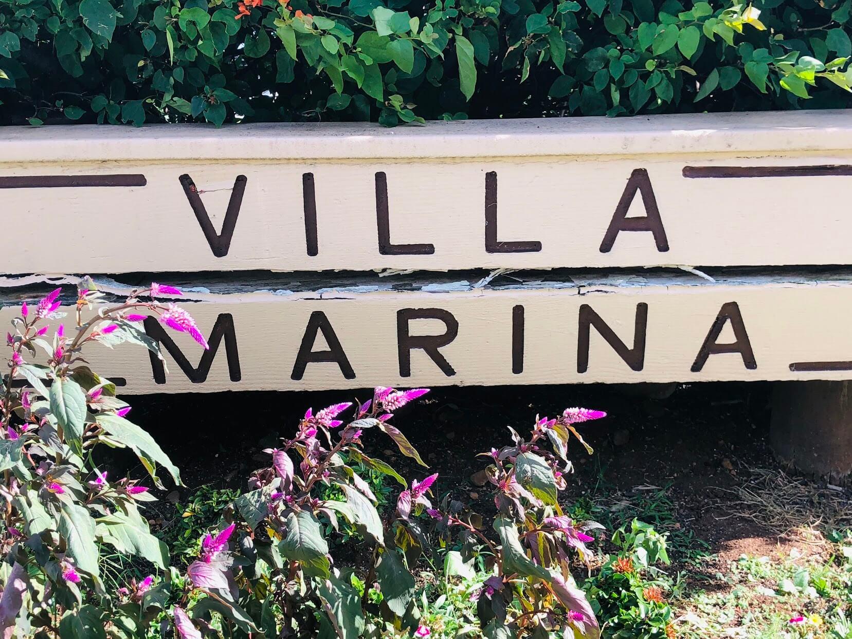 Villa Marinaの看板
