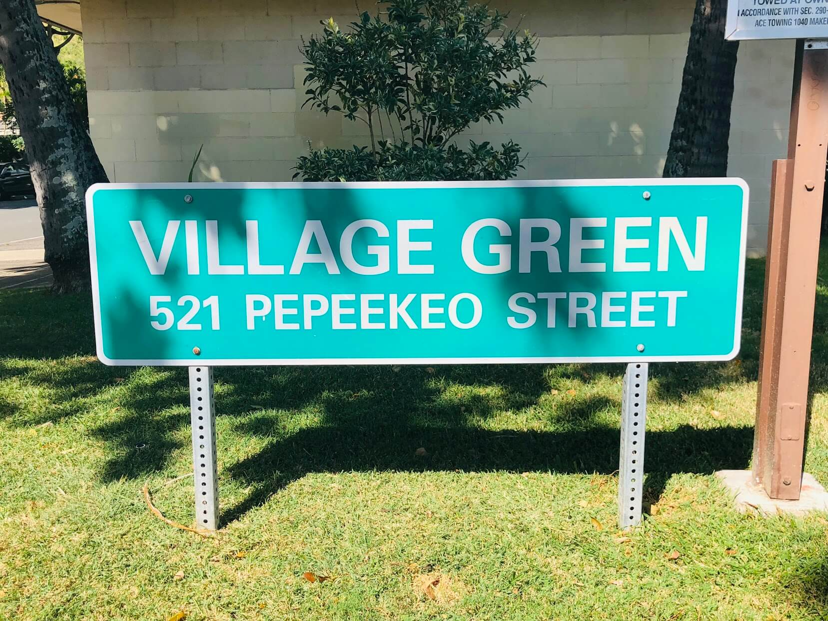 Village Greenの看板