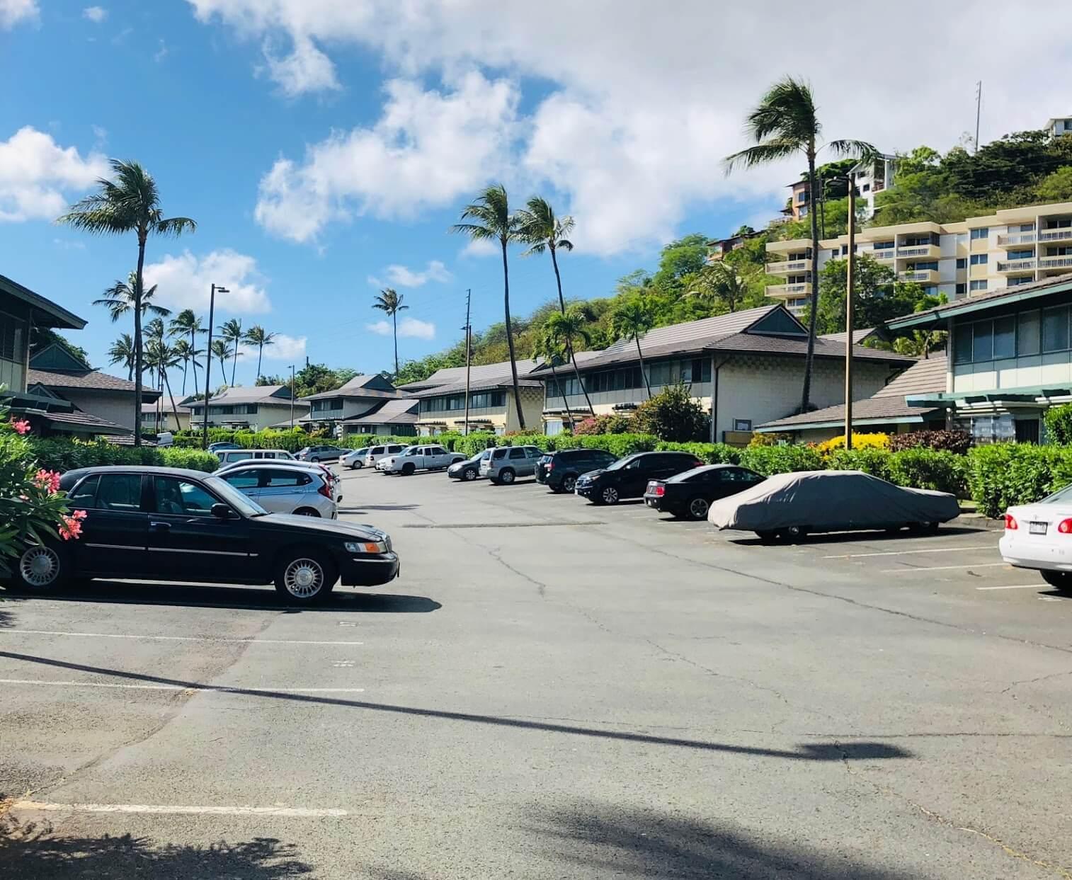 Waialae Gardensの駐車場