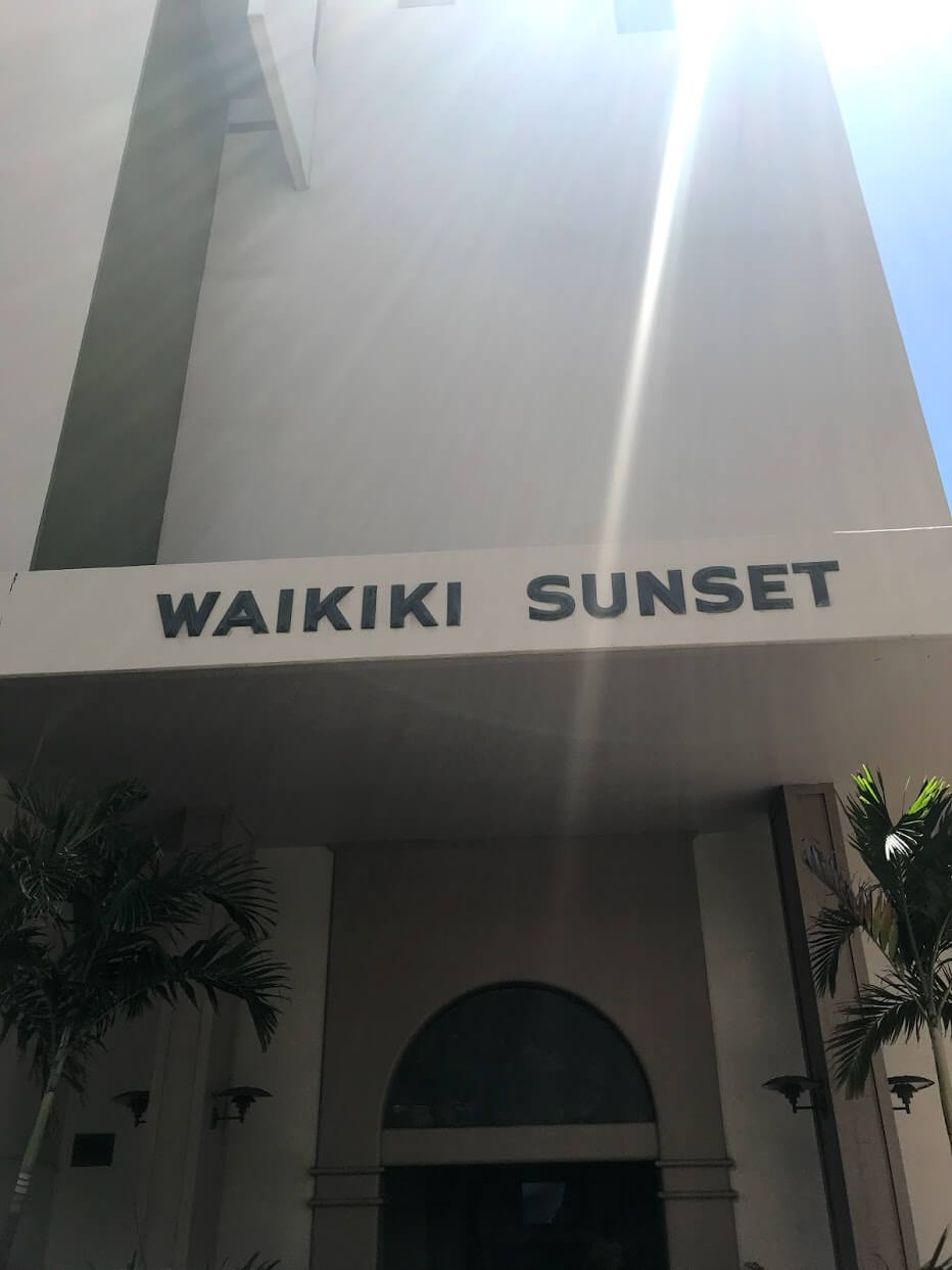 Waikiki-Sunsetの看板