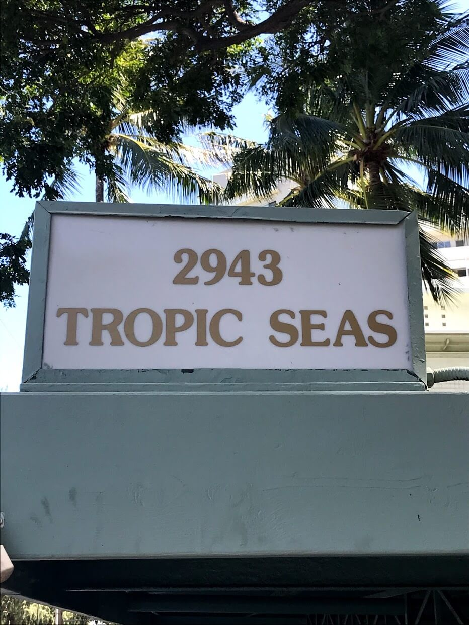 tropic-Seas-2943の看板