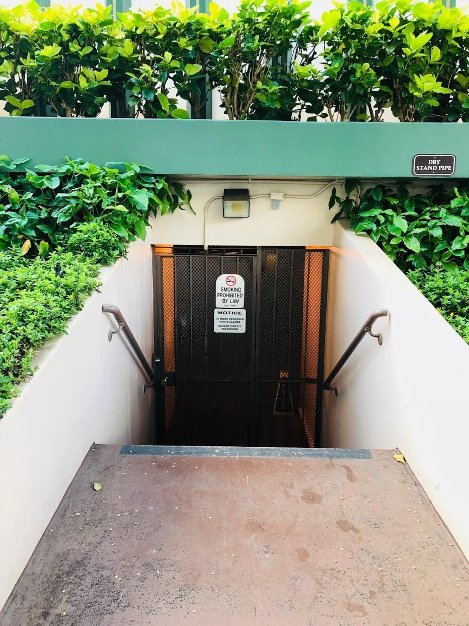 Palmsの地下への入り口