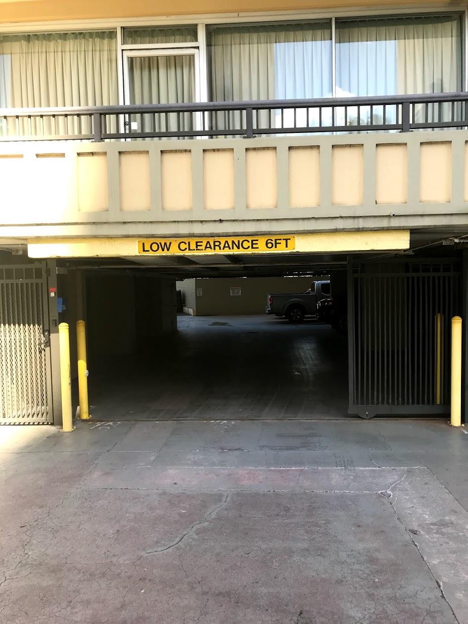 Ala Wai Terraceの駐車場