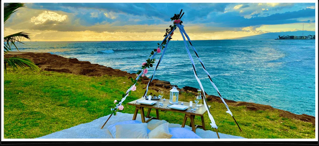 海辺にセットアッ プされたデートピ クニックの空間